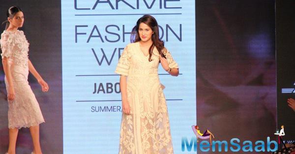 Sagarika Ghatge Glides Down The Ramp At Lakme Fashion Week