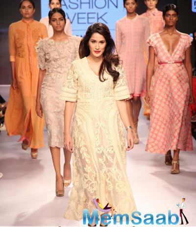 Sagarika Ghatge Walked The Ramp For VERB By Pallavi Singhee On The First Day