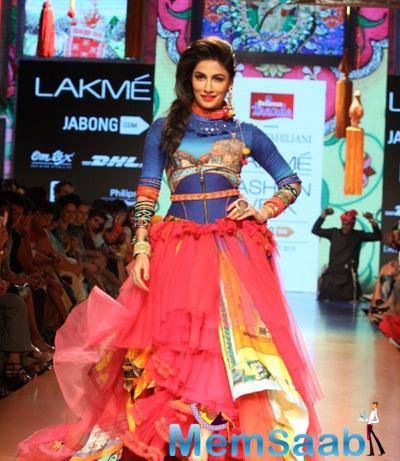 Chitrangada Walks The Ramp For Tarun Tahiliani At Lakmé Fashion Week Summer Resort 2015