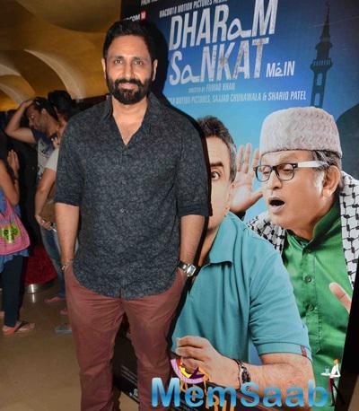Parvin Dabas Smiling Pose During The Premiere Of Film Dharam Sankat Mein