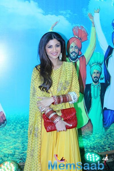 Smiling Shilpa Shetty Stunning Look In Yellow Dress At Baisakhi 2015 Celebrations
