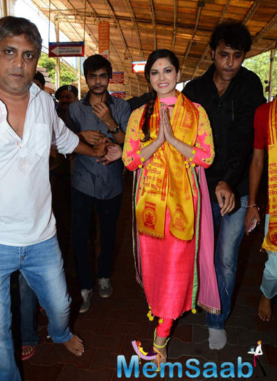 Bollywood Actor Sunny Leone Visits Siddhivinayak Temple