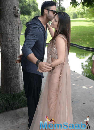 Navdeep Chhabra Kiss Sunny Leone During The Promotion Of Ek Paheli Leela