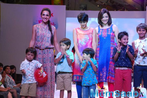 Tara Sharma,Mandira Bedi And Aditi Gowitrikar Posed With Kids On Ramp At Max Kids Fashion Show