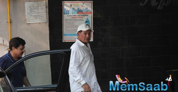 Salim Khan Spotted At Salman's House To Meet Before Leaving House