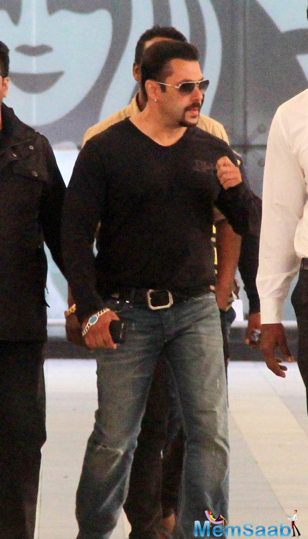 Salman Left Kashmir Today After Completing His Shooting For Bajrangi Bhaijaan