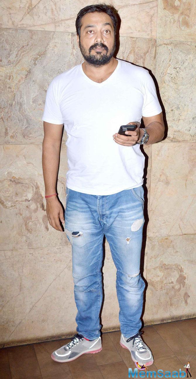 Anurag Kashyap Posed For Camera During The Screening Of Tanu Weds Manu Returns