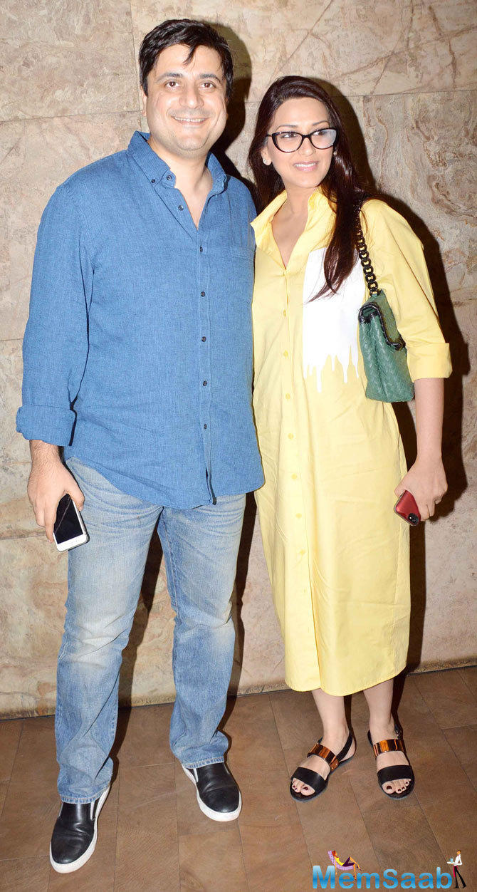 Goldi Behl And Wife Sonali Bendre Cool Look During The Screening Of Tanu Weds Manu Returns