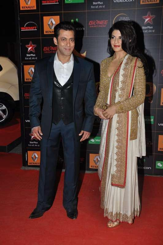 Salman Khan And Jacqueline Fernandez Posed On The Red Carpet At AIBA Awards 2015