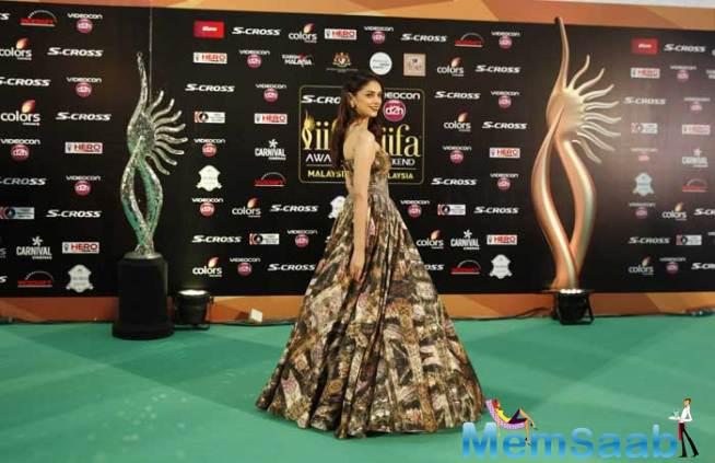 Aditi Rao Hydari Looked Pretty In A Strapless Shantanu And Nikhil Gown On Green Carpet