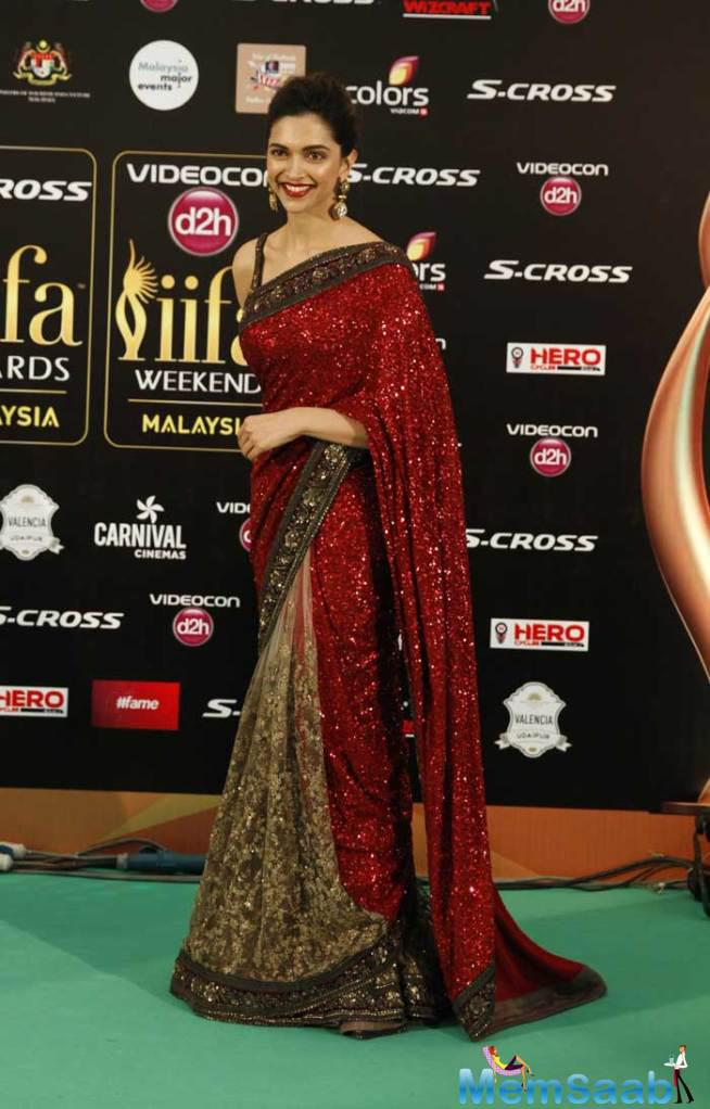 Deepika Padukone Chose A Red Sabyasachi Sari For The Event Of IIFA 2015