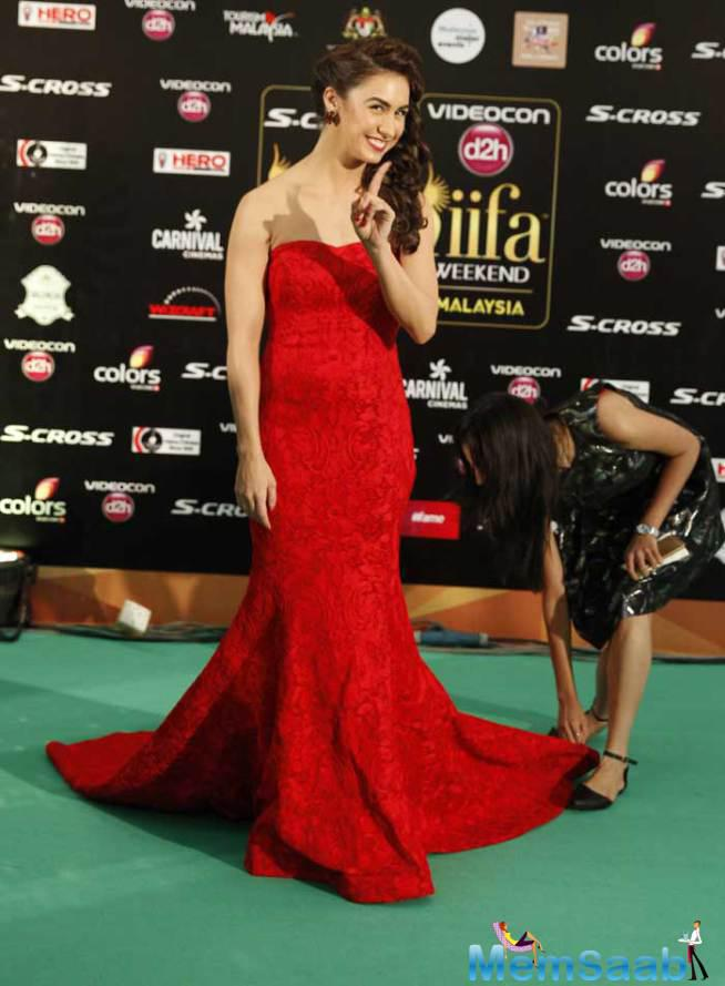 Welcome 2 Karachi' Actress Lauren Gottlieb Was A Sight In A Red Fish Cut Gown For IIFA Night