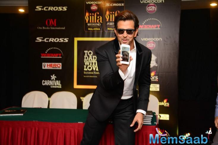Hrithik Roshan Cool Pose During 16th IIFA At Malaysia