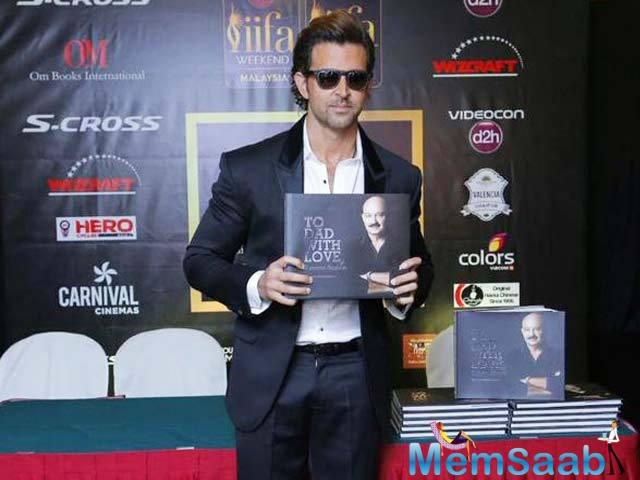 Hrithik Roshan Unveiled His Sister Sunaina Roshan Book To Dad With Love Based On His Father At IIFA