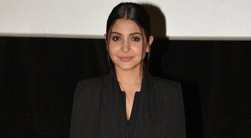 Anushka Sharma Looks Very Sweet And Sizzling At A Press Conference Of IIFA 2015