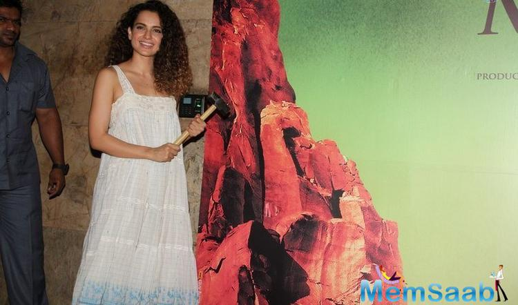Kangana Ranaut Smiling Pose During The Special Screening Of Manjhi