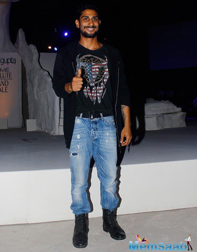 Prateik Babbar Cool Pose Towards The Camera During The Grand Finale Of LFW 2015