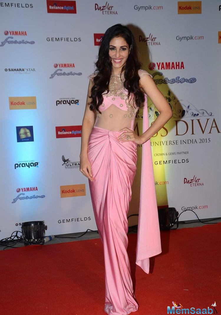 Pooja Chopra In Pink Outfit Beautiful Look At Miss Diva 2015 Red Carpet