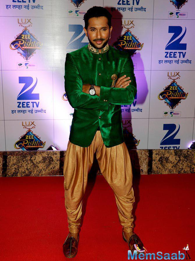 Dashing Terence Lewis Pose On Red Carpet At Zee Rishtey Awards 2015