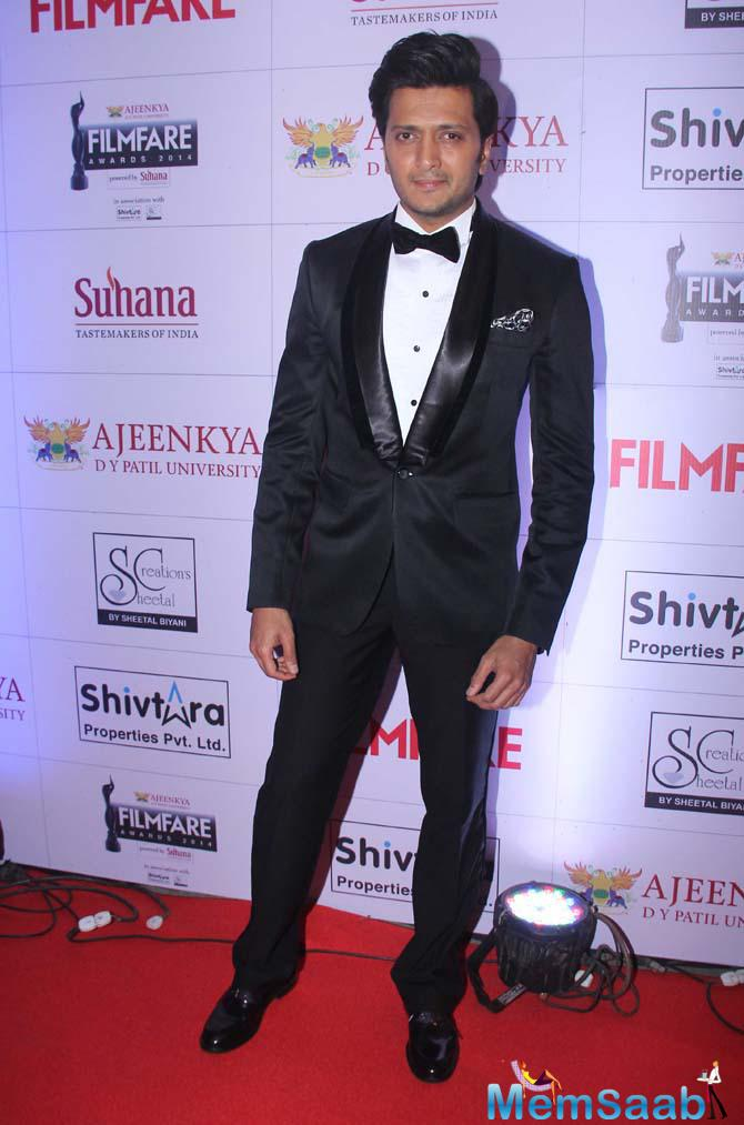 Riteish Deshmukh Looked Dapped With Black Outfit On Red Carpet