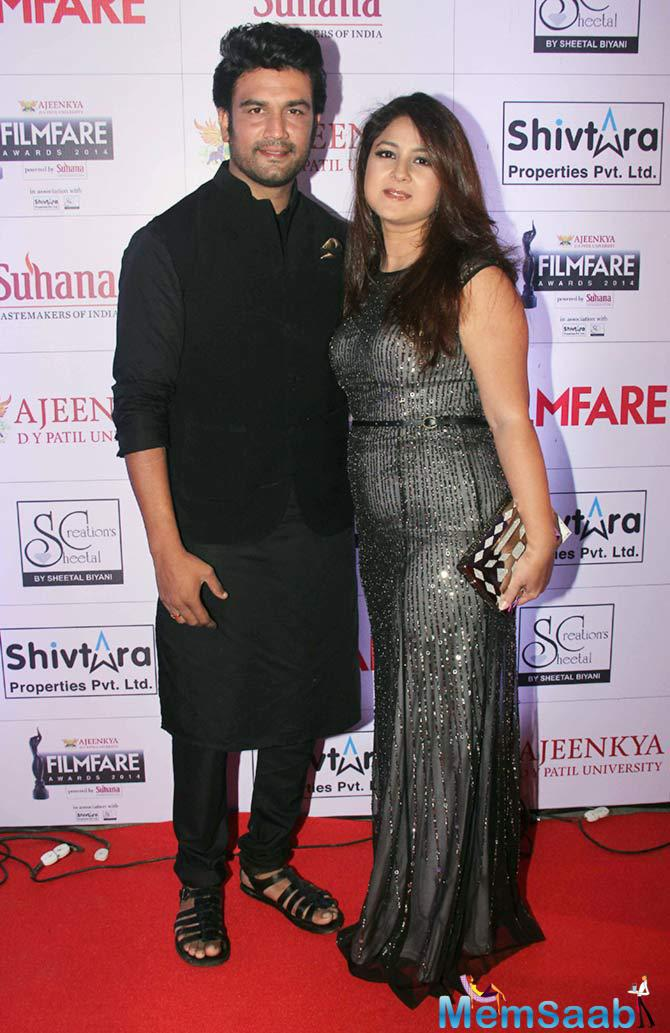 Sharad And His Wife Keerti Makes A Sizzling Chemistry On Red Carpet