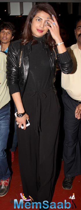 Priyanka Chopra With Black Attire Graced At Mumbai Airport