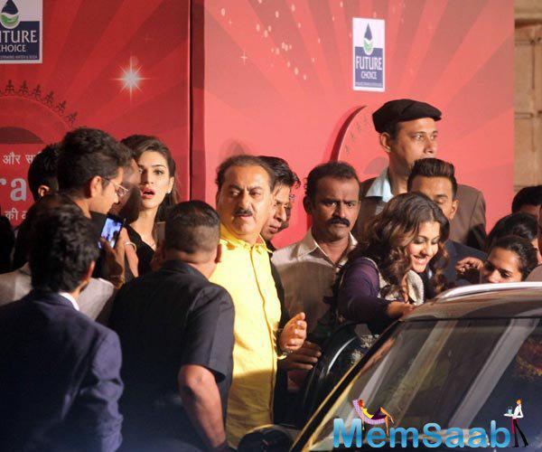 Kajol Devgan Enters Into Her Car Amidst Crowd