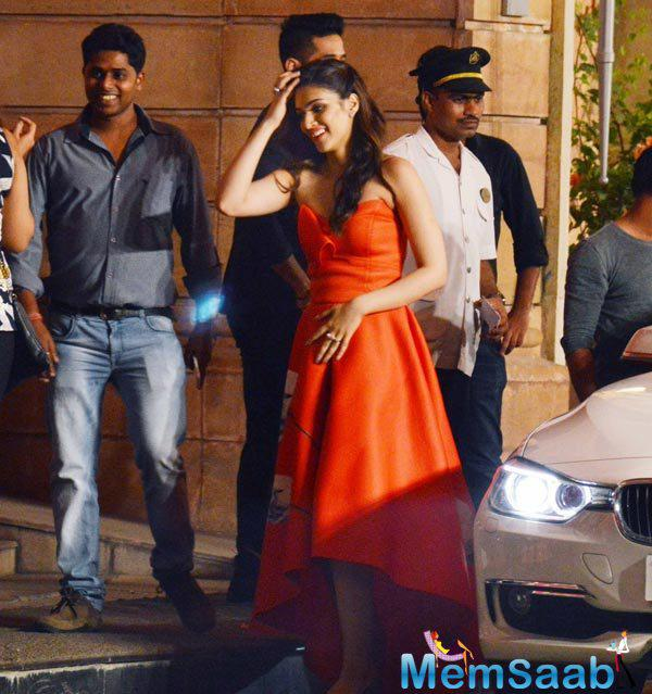 Kriti Sanon Graced With Stunning Outfit At Dilwale Promotion