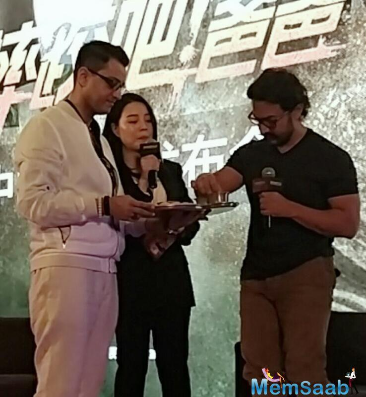 Aamir sang the title track of the film for the audience and even savoured some Desi delicacies in the presence of Gireesh Singh Chowdhury, owner of a popular Indian restaurant in Beijing.