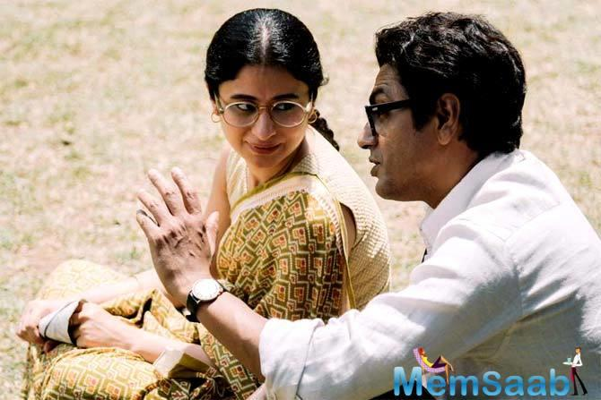 In the photo, the onscreen Manto is trying to explain his views to his onscreen wife Safiya Manto.