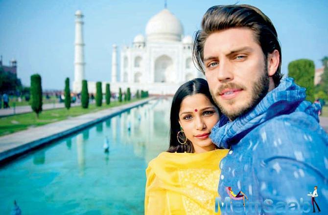 Freida Pinto has taken photographer beau Cory Tran on a Bharat darshan trip. Yesterday, the duo visited the Taj Mahal in Agra.