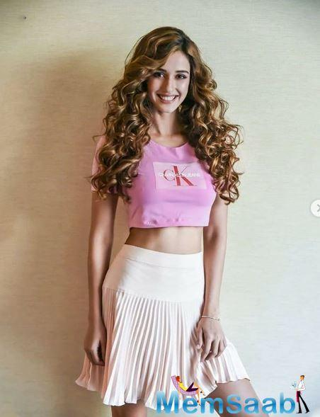 Bollywood's fittest queen, Disha Patani, in a recent interview talks about her eating habits, healthy routine and sticking to the fitness regime. She continuously excels in motivating us to stay fit and healthy just like her.