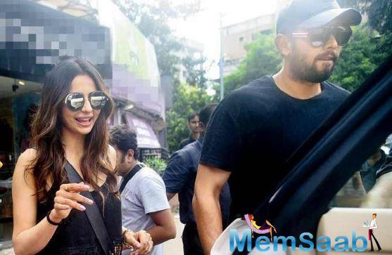 De De Pyaar De actor Rakul Preet Singh was papped with a mystery guy at a Bandra restobar.