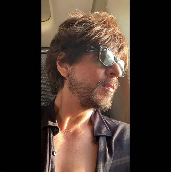 Unlike the usual Holi posts, Shah Rukh's picture is low-key