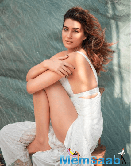 A source close to the actress recently revealed that Kriti is currently keeping super busy reading scripts and has as many as 7 ventures being offered to her.