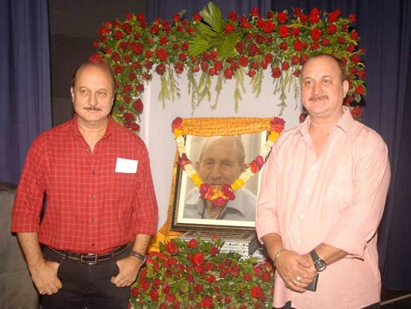 Anupam Kher,Raju Kher at fathers prayer meet