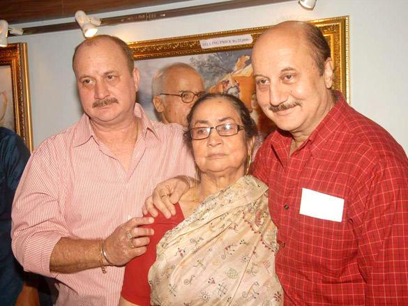 Anupam Kher,Raju Kher with Mother at father's prayer meet
