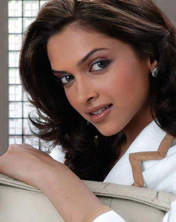 Deepika Padukone Beauty Face Look Wallpaper
