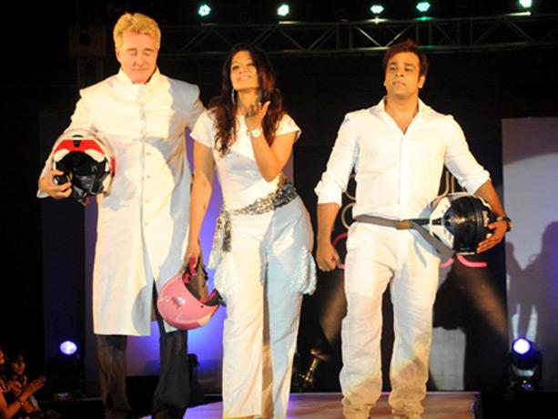 Gary Richardso,Abhishek Walk Ramp at Couture for Cause Fashion Show in ITC Maratha
