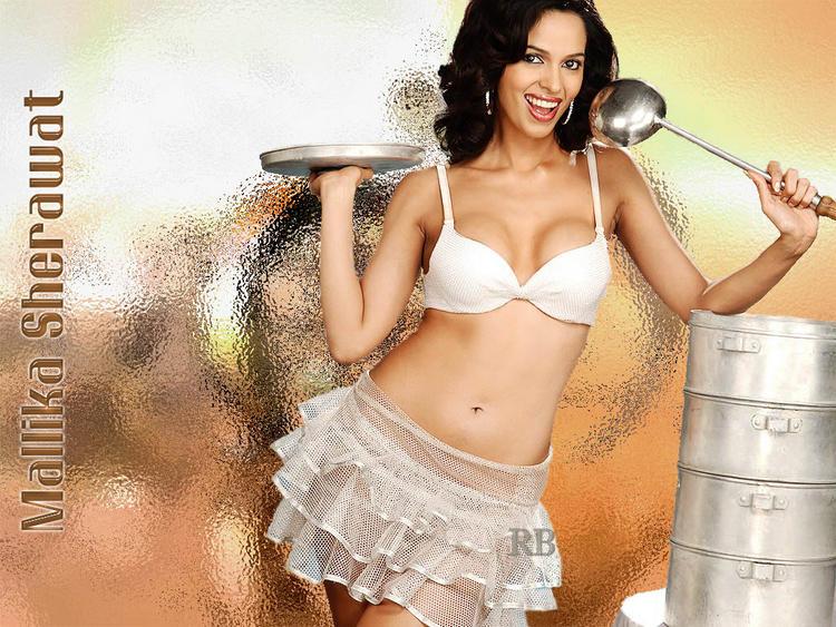 Glamourous Mallika Sherawat Wallpaper