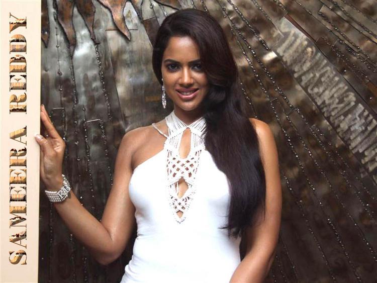 Glamourous Sameera Reddy Wallpaper