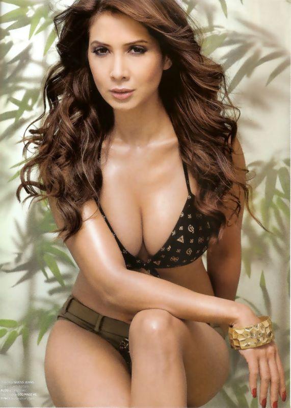 Kim Sharma Open Boob Glamour Still