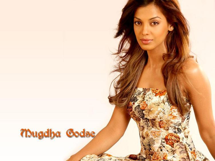 Mugdha Godse Gorgeous Sweet Face Wallpaper