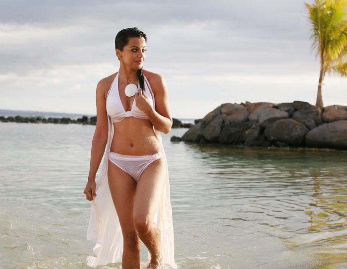 Mugdha Godse Hot Bikini Wallpaper