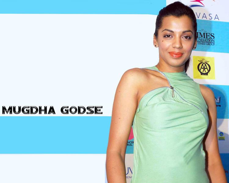 Mugdha Godse Pink Lips Sweet Smile Wallpaper