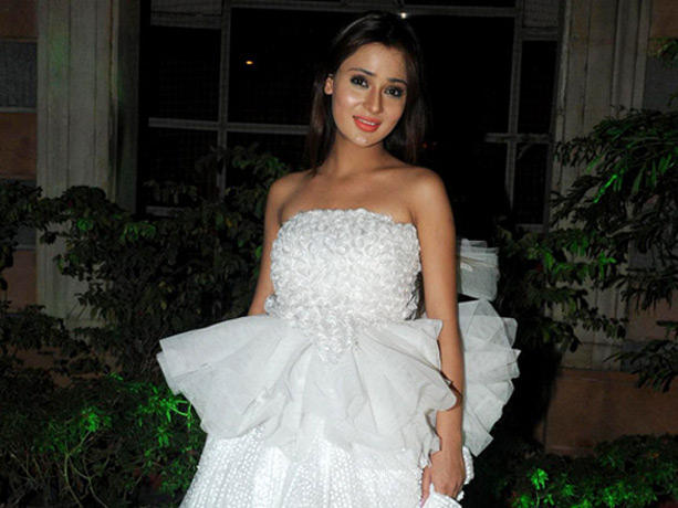 Sara Khan Beautiful Dress Pic at Couture for Cause Fashion Show