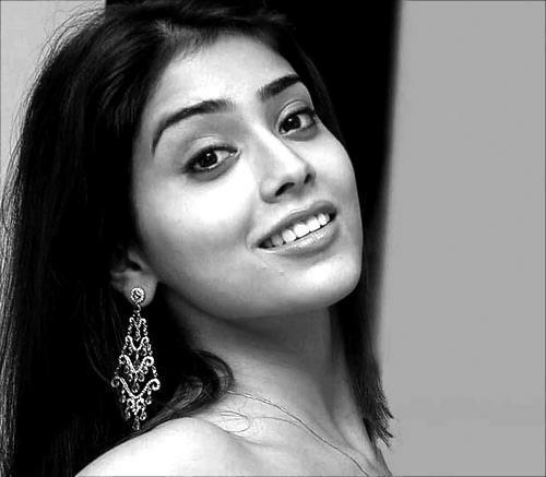 Shriya Saran Smily Face Hot Still