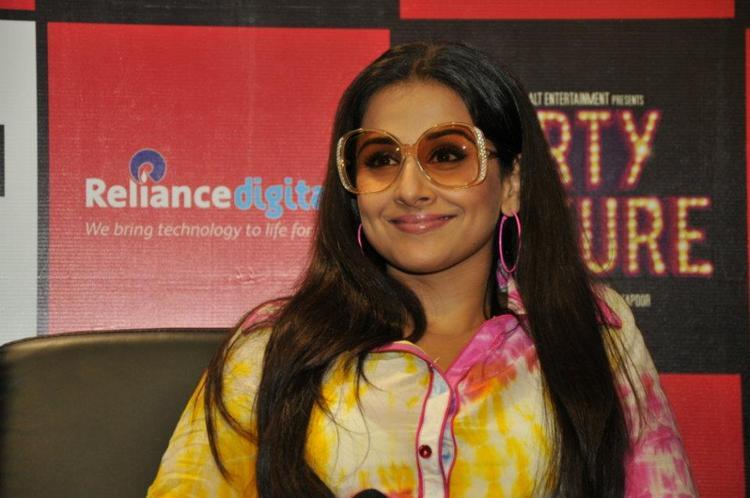 Vidya Balan Smiling at Fans