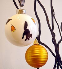 Holiday d�cor piece tree with ornaments