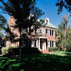 Federal Revival style house